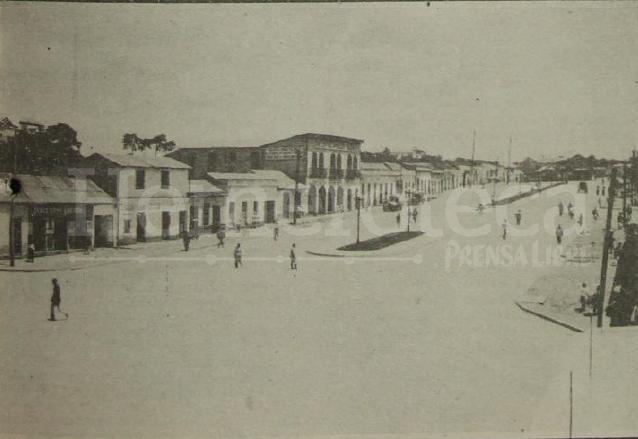 """Vista de la Avenida Bolívar en el entronque conocido como las """"cinco calles"""" al finalizar los trabajos de remozamiento en 1930. (Foto: Hemeroteca PL)"""