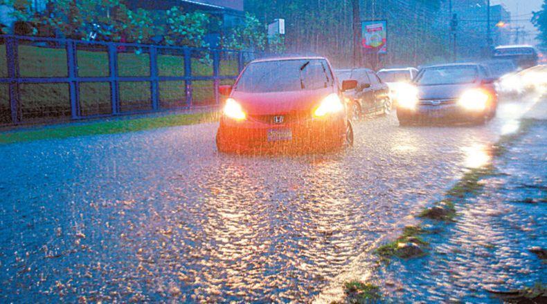 En El Salvador, Nate causa fuertes lluvias. (Foto: cortesía La Prensa Gráfica)