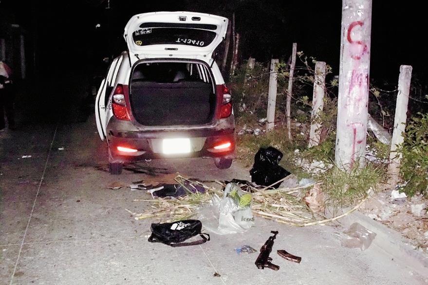 Los capturados  viajaban en un taxi rotativo, en Sanarate, El Progreso . (Foto Prensa Libre:)