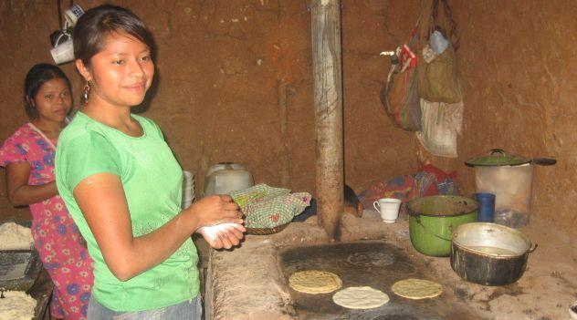 En varios de los hogares se utilizan estufas ecológicas. (Foto: Fundación Cofiño Stahl).