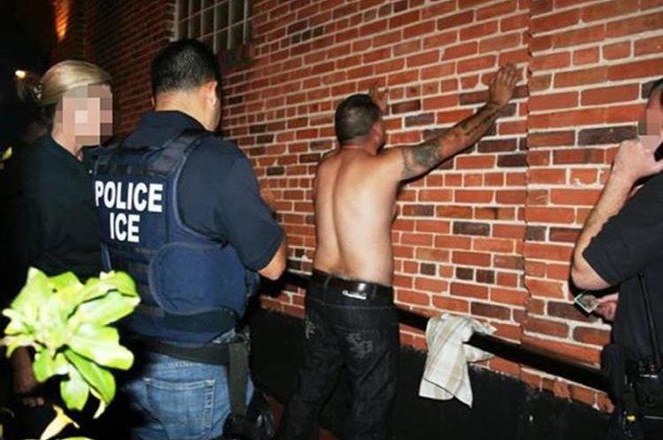 Durante una redada la policía detuvo a un integrante de  pandilla de la Mara Salvatrucha (MS-13) en Los Ángeles.