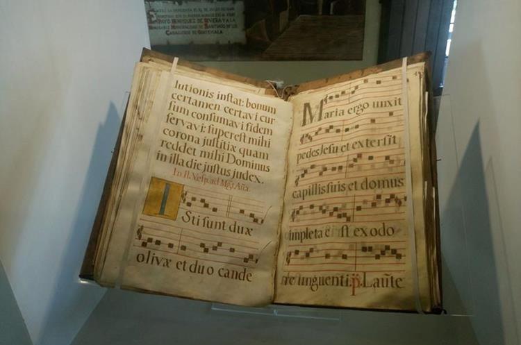 Libro de cantos gregorianos. (Foto Prensa Libre: José Luis Escobar).