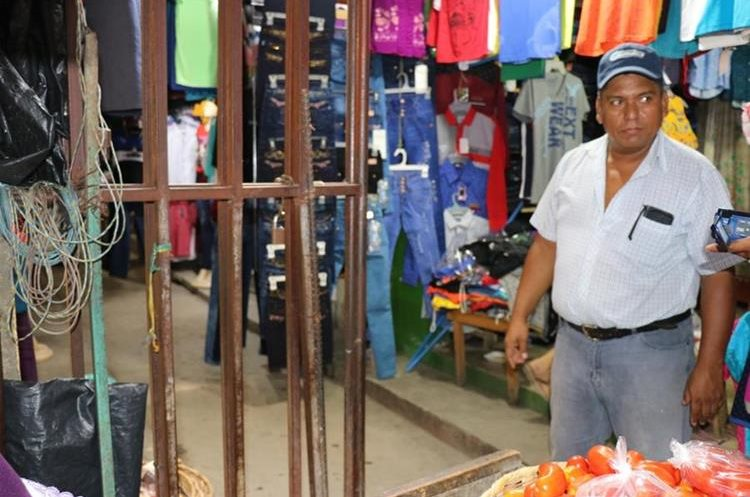 Manuel Enrique Cordero, Presidente del Comité de Locales de la Terminal de Chiquimula, informó que ha solicitado apoyo del alcalde pero no ha obtenido respuesta. (Foto Prensa Libre: Mario Morales)