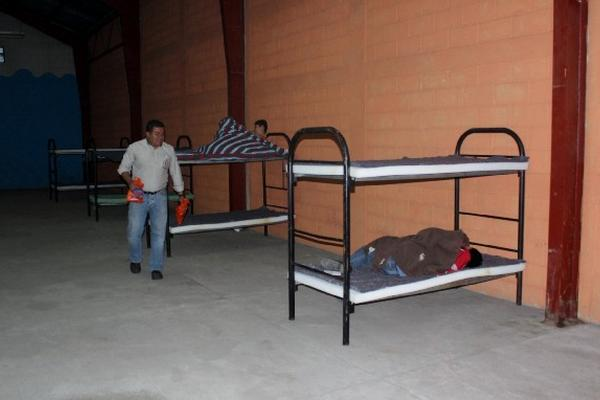 Conred tiene a disposición 79 albergues para atender a personas por las bajas temperaturas. (Foto Prensa Libre: HemerotecaPL)