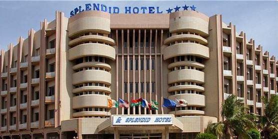 Vista del hotel Splendid en la capital de Burkina Faso que sufrió el ataque. (Foto: Internet).