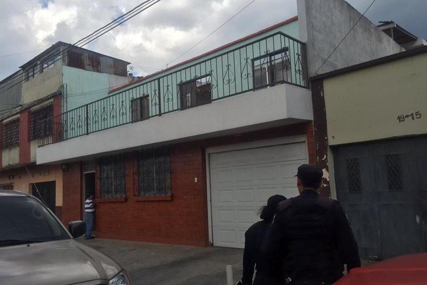 Una de las casas allanadas en la zona 5, donde operaba la red de tráfico de personas.(Foto pPrensa Libre: Mingob)
