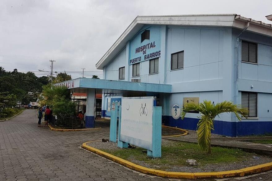 Mario Juan Carlos Poou Güitz fue internado en el Hospital de la Amistad Japón Guatemala, en Puerto Barrios, Izabal. (Foto Prensa Libre: Dony Stewart)