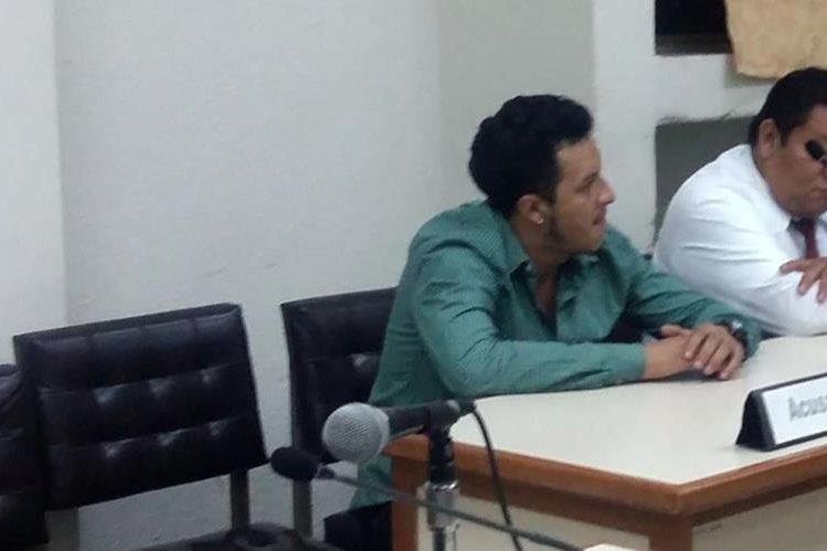 Hilbert Alonzo Hernández escucha le sentencia en su contra que emitió el Tribunal de Sentencia de Jalapa. (Foto Prensa Libre: Hugo Oliva).