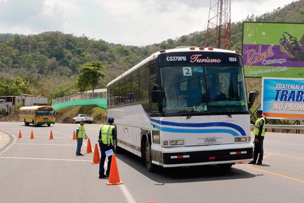 Campamento instalado en el km 65.5 de la ruta a El Salvador, en Cuilapa. (Foto Prensa Libre: Oswaldo Cardona)