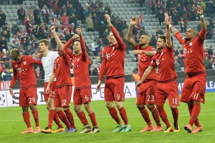Los jugadores del Bayern agradecen a su afición por el apoyo. (Foto Prensa Libre: AFP)