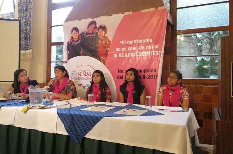 La Mesa a Favor de la Niñas y Adolescentes pide al Estado que se proteja a las menores para que no hayan excepciones que permitan las bodas tempranas. (Foto Prensa Libre: Geldi Muñoz)