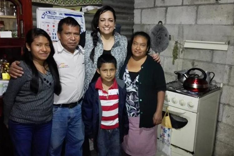Annie de Vettorazzi comparte con una familia de escasos recursos.