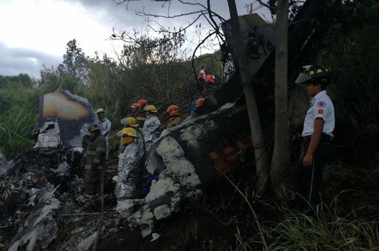 Cuerpos de socorro apagaron el incendio de la aeronave.