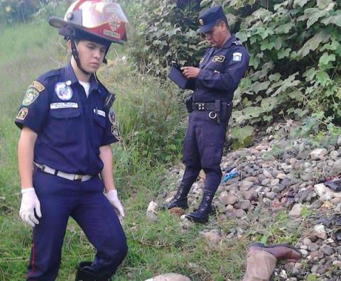 Los socorristas nada pudieron hacer por la víctima, mientras la policía dio inicio a las investigaciones. (Foto Prensa Libre: Asobomd)