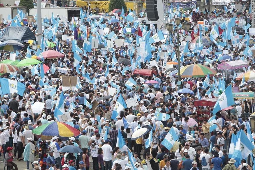 La ciudadanía dejó en claro en 2015 que demandaba cambios en el Estado y la clase política. (Foto Prensa Libre: Hemeroteca PL)