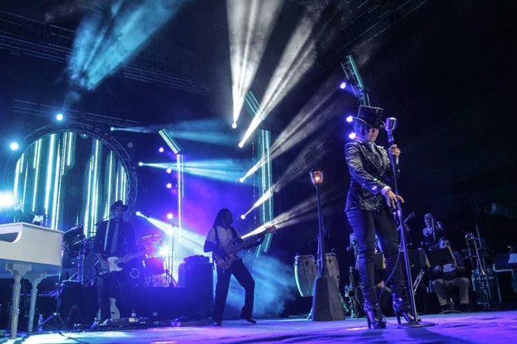 La cantante mexicana Gloria Trevi ofreció un concierto en la capital e interpretó lo mejor de su repertorio. (Foto Prensa Libre: Keneth Cruz)