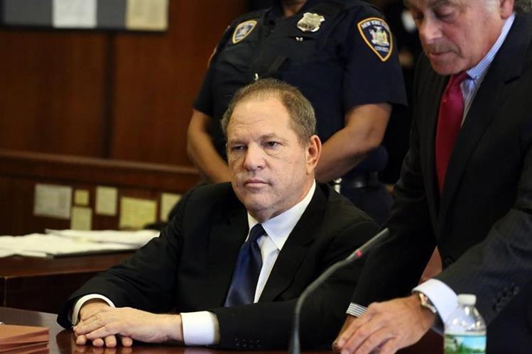 Harvey Weinstein compadece ante un tribunal en Manhattan por tres nuevos cargos por delitos sexuales, en Nueva York (Foto Prensa Libre: EFE)