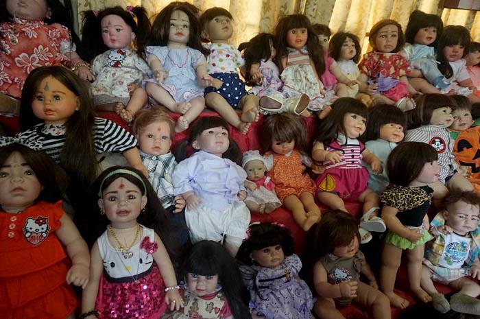 Los muñecos son cotizados en Bangkok por grandes y chicos. (Foto Prensa Libre: Bangkok.coconuts.com)