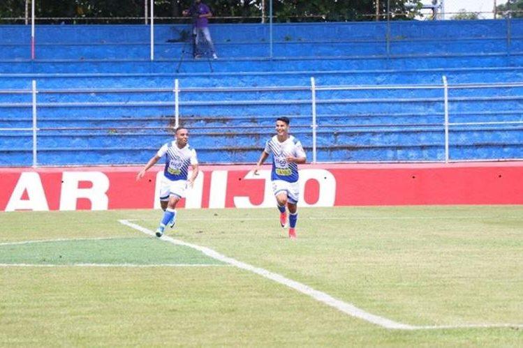 Santamaría celebra el golazo que marcó contra Antigua este sábado. (Foto Prensa Libre: Cristian Soto)