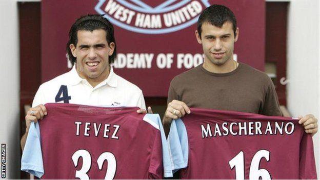 La FA prohibió que los futbolistas pertenezcan a terceras partes desde que descubrió que los derechos comerciales de Tévez y Mascherano no pertenecían al West Ham. (Getty)