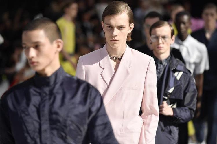 Piezas del diseñador Kim Jones para Christian Dior. Foto Prensa Libre: EFE.