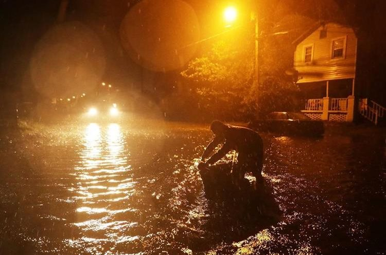 Las inundaciones ya comenzaron en New Bern, Carolina del Norte. (Foto Prensa Libre: AFP)