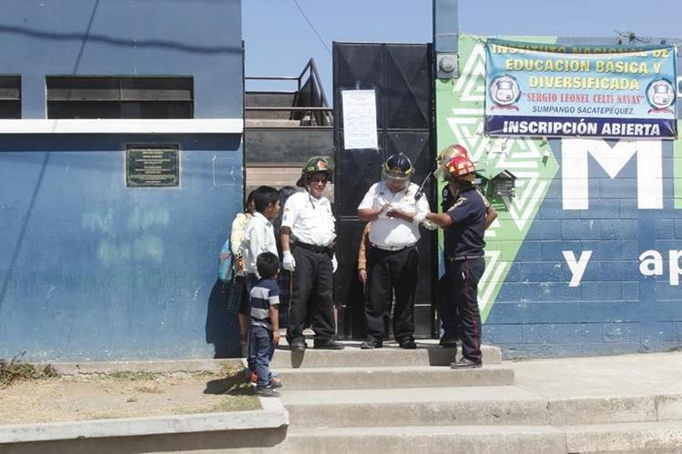Establecimiento educativo donde se registró la alarma, en Sumpango, Sacatepéquez. (Foto Prensa Libre: Víctor Chamalé).
