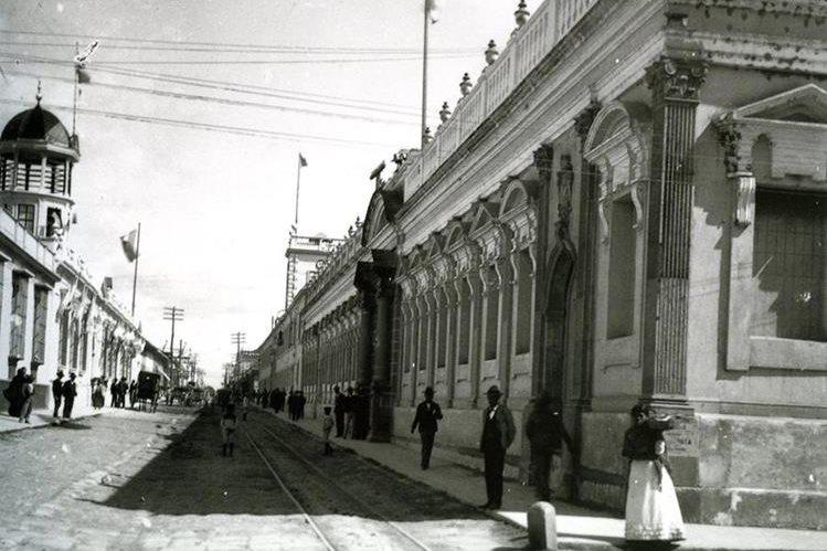 La antigua Facultad de Derecho de la Universidad de San Carlos ubicada en la 9a avenida de la zona 1 , año desconocido. (Foto: Hemeroteca PL)