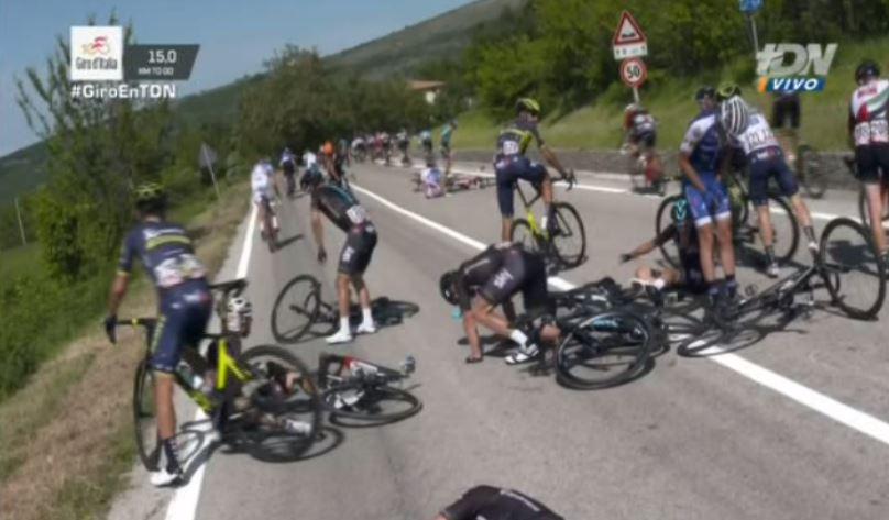 La caída que ocurrió en la novena etapa afectó al equipo Sky. (Foto Prensa Libre: Twitter)