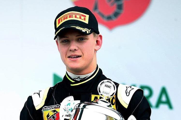 Mick Schumacher, hijo del ex campeón mundial de la Fórmula Uno Michael Schumacher, subió otro escalón en su carrera. (Foto Prensa Libre: AFP)