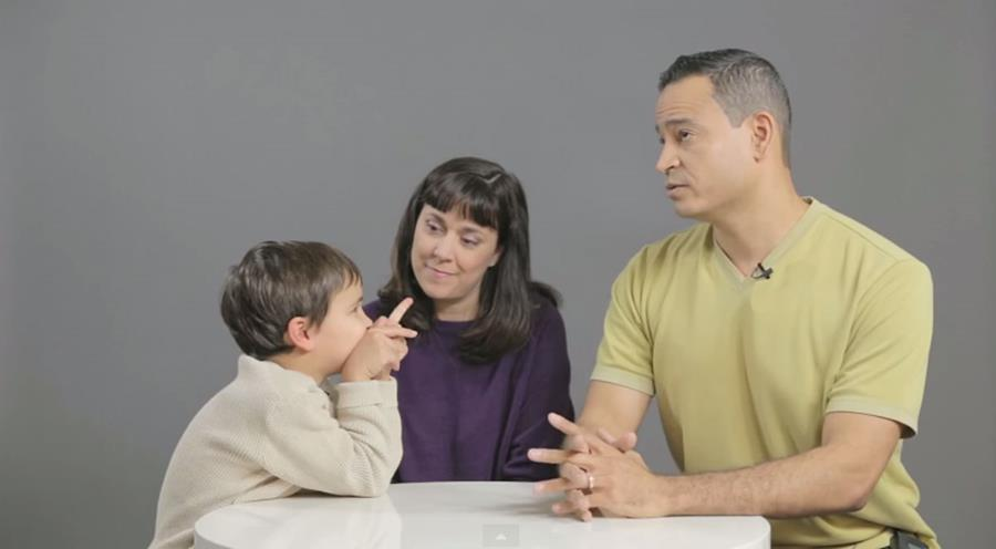 Papá y mamá deben hablar con sus hijos sobre sexualidad de una manera natural, sin que los pequeños se sientan incómodos.