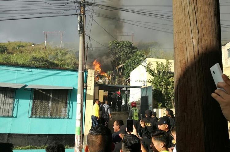 Cuerpos de socorro informaron sobre la caída de una avioneta en la colonia Santa Fe, zona 13.