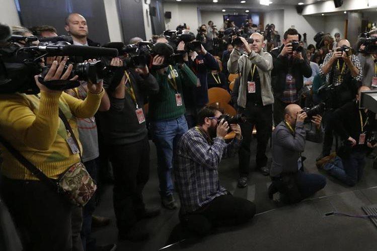 La investigación concluye que 17 periodistas alrededor del mundo murieron en fuego cruzado. (Foto Prensa Libre: EFE).
