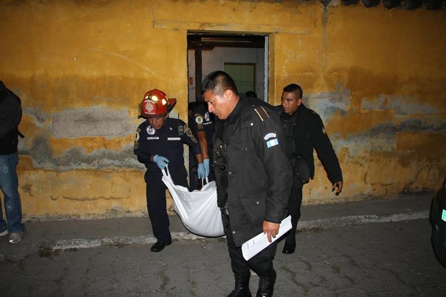 Luis Rolando Quisque Can, de 21 años, fue ultimado en su vivienda, en Jocotenango, Sacatepéquez. (Foto Prensa Libre: Renato Melgar)
