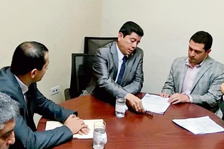 Juan Ramón Lau, presidente de la Comisión de Energía y Minas, presidió la reunión.
