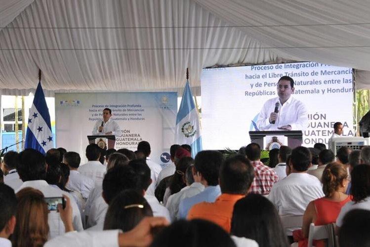 Las declaraciones las dio durante el acto que oficializa la unión aduanera entre Guatemala y Honduras. (Foto Prensa Libre: Gobierno de Guatemala)