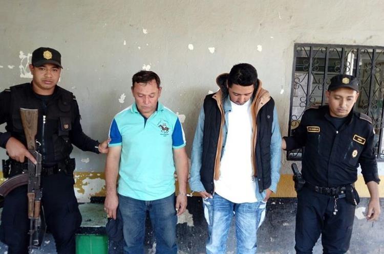 Otros dos de los seis capturados por autoridades en Chiquimula. (Foto Prensa Libre: Cortesía PNC).