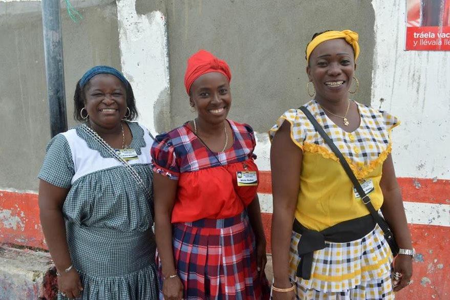 Mujeres garífunas participan en celebración en Puerto Barrios, Izabal. (Foto Prensa Libre: Dony Stewart).