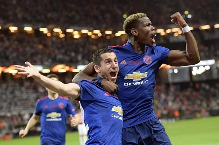 Henrikh Mkhitaryan y Paul Pogba fueron los autores del triunfo del United. (Foto Prensa Libre: AP)