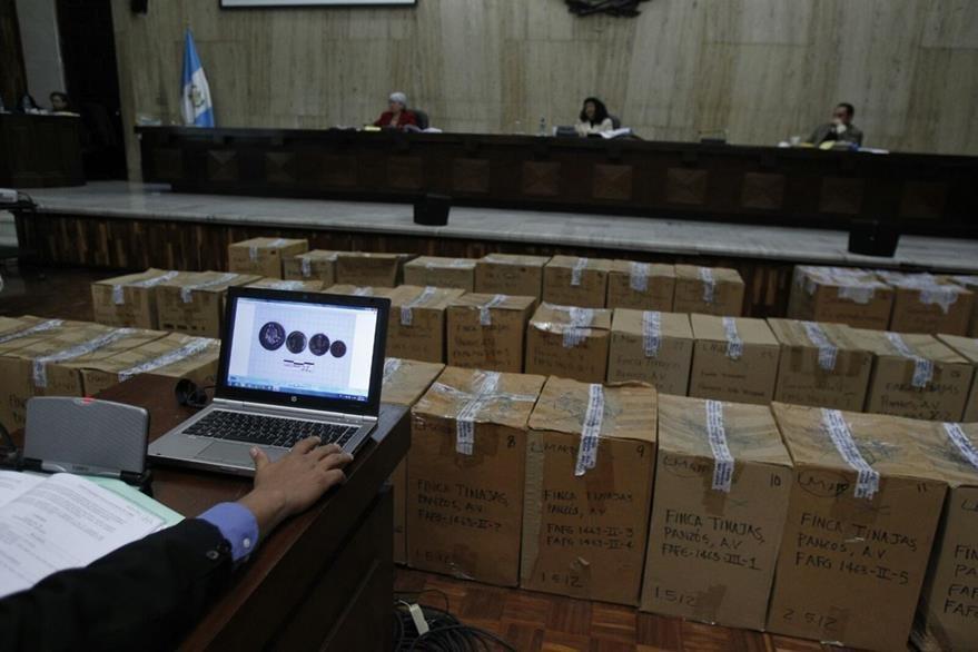 El Tribunal ordenó abrir las cajas. (Foto Prensa Libre: Paulo Raquec)