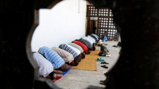Un ginecólogo asegura que la sociedad de su país es dominada por los hombres. (Foto Prensa Libre: Reuters)