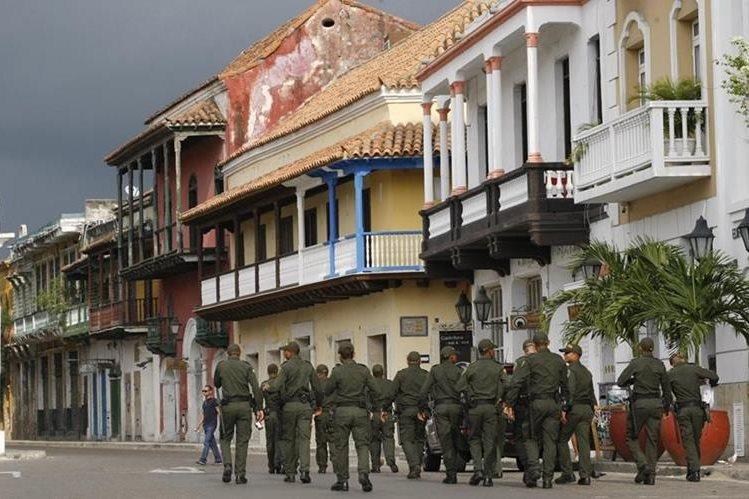 Policías y militares custodian las calles de Cartagena donde se firmará la paz. (Foto Prensa Libre: EFE).