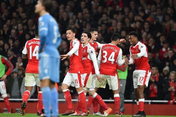 Los jugadores del Arsenal festejan en la remontada. (Foto Prensa Libre: AFP)