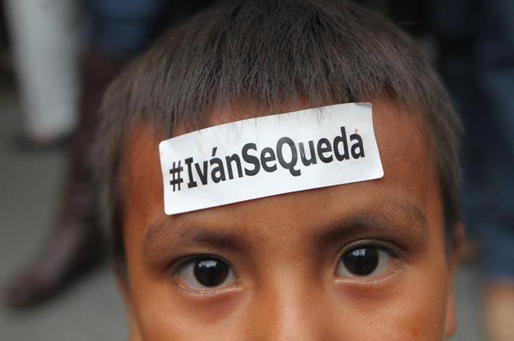Este niño manifiesta su apoyo a Iván Velásquez, jefe de la Comisión Internacional contra la Impunidad en Guatemala.