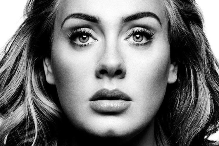 La artista confesó que estuvo a punto de dejar la música después de su disco 21, por temor a no superar las expectativas. (Foto Prensa Libre: Cortesía Sony Music)