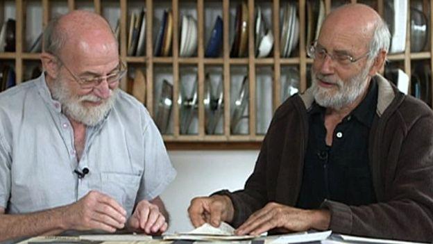 Los ingenieros Rog Palmer (izquierda) y Chris Southall fueron quienes crearon y dirigieron la broma.