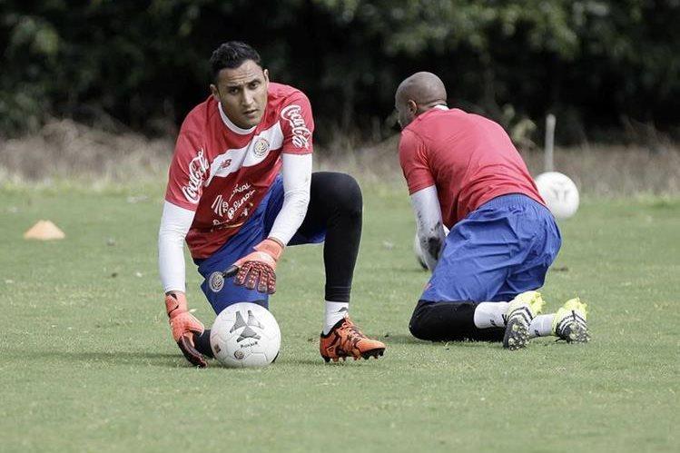 El portero costarricense Keylor Navas (i) empezo con buen pie la temporada con el Real Madrid. (Foto Prensa Libre: EFE)