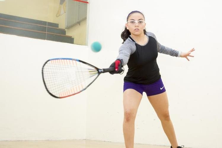 Ana Gabriela Martínez se siente feliz por representar y dar triunfos a Guatemala en las competencias mundiales. (Foto Prensa Libre: Norvin Mendoza)