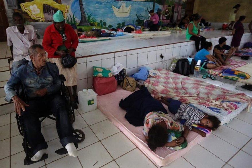 Varias personas ocupan albergues en Bluefields, Nicaragua. (Foto Prensa Libre: AFP).