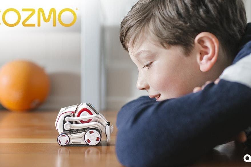 El pequeño Cozmo está hecho para interactuar con personas y su entorno. Su carga dura 2 horas. (Foto Prensa Libre: Anki).